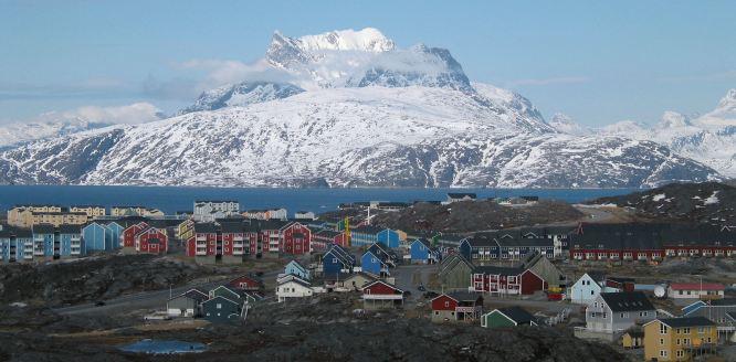 Nuuk_city_below_Sermitsiaq